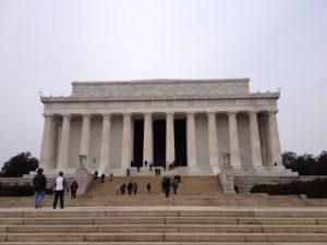 リンカーンの石像が内部に設置