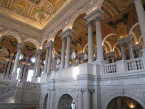 議会図書館斜めからとる